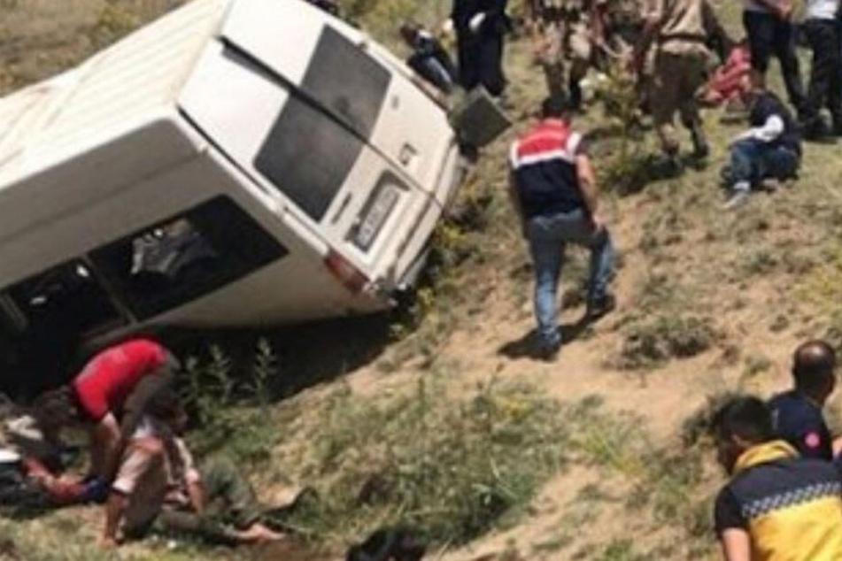 Mindestens 15 Tote! Kleinbus verunglückt in Türkei
