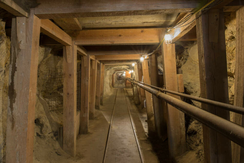 Schacht stürzt nach Explosion ein: Mindestens 13 Tote in Grube befürchtet