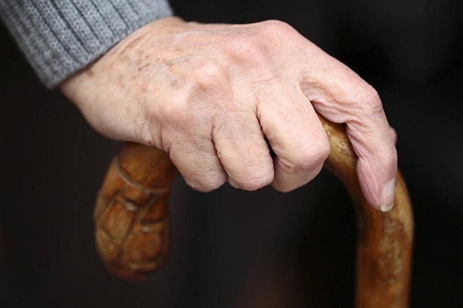 In Großbritannien wurden ein 101-Jähriger zu über zehn Jahren Haft verurteilt.