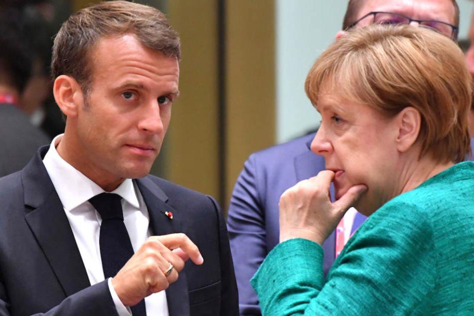 Kanzlerin Angela Merkel (64) und Frankreichs Präsident Emmanuel Macron (40) im ernsten Gespräch. (Archivbild)