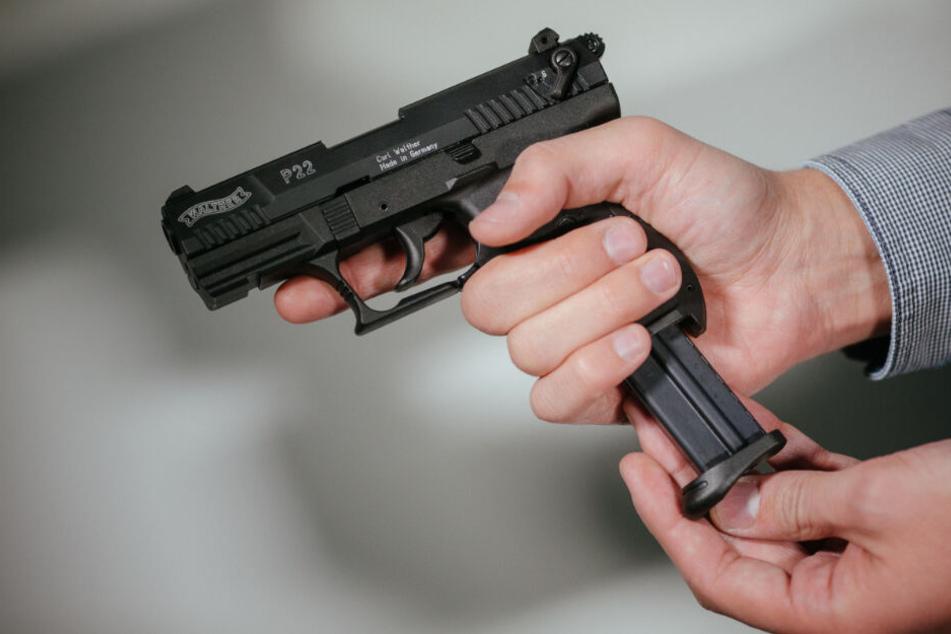 Polizei findet Waffenarsenal bei Mann: Ehefrau alarmierte die Beamten