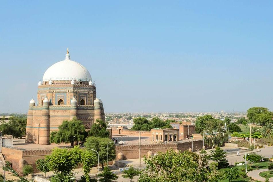 Ein Blick zum Mausoleum von Multan, der siebtgrößten Stadt Pakistans.