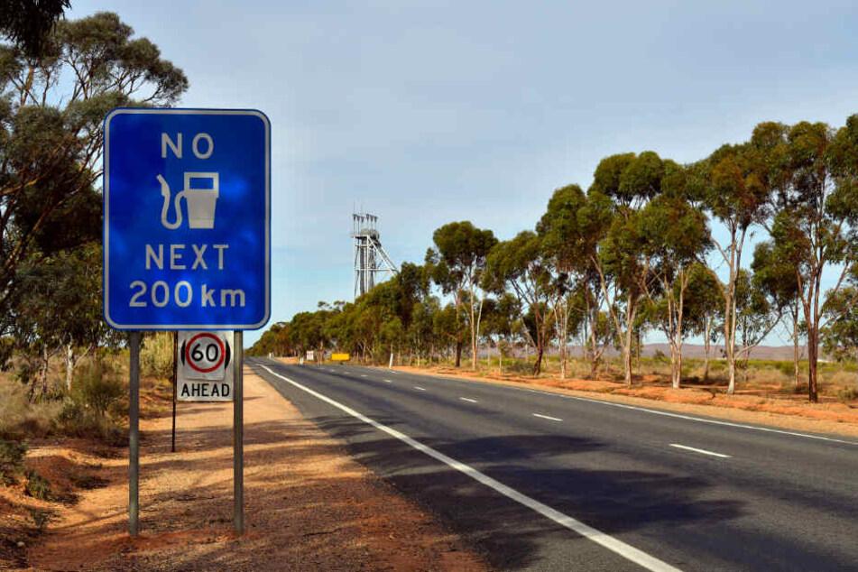 Ein vermisster Mann in Australien hat fast zwei Wochen in einer entlegenen Buschregion überlebt.