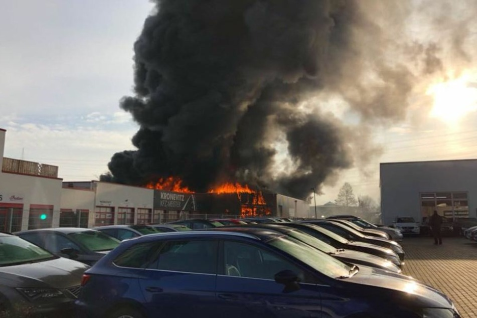 Der Sachschaden nach dem Brand in Bergheim geht wohl in die Millionen.