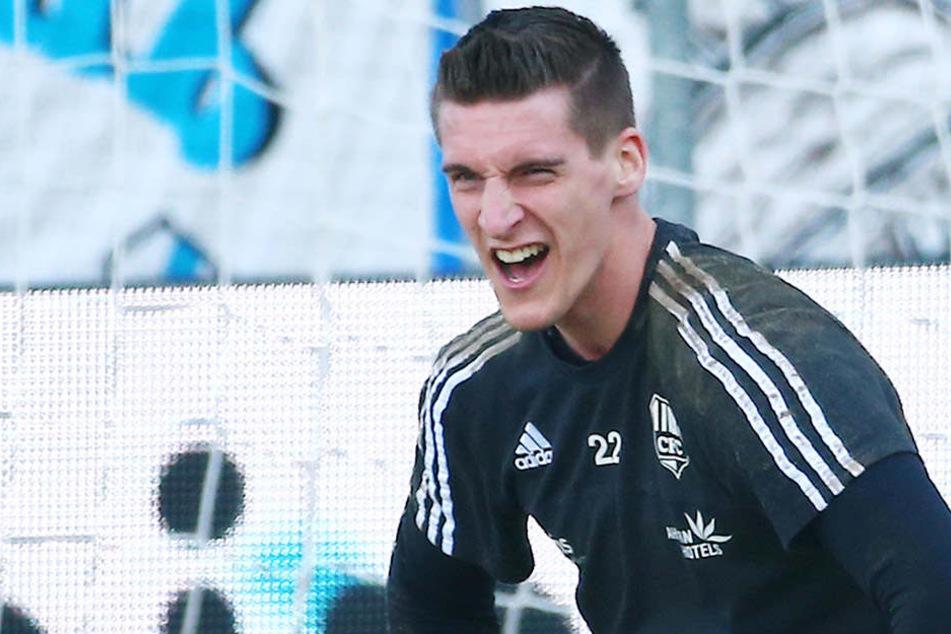 Nach einem Zu-Null-Spiel gegen Mainz 05 hatte der Chemnitzer Schlussmann gute Laune.