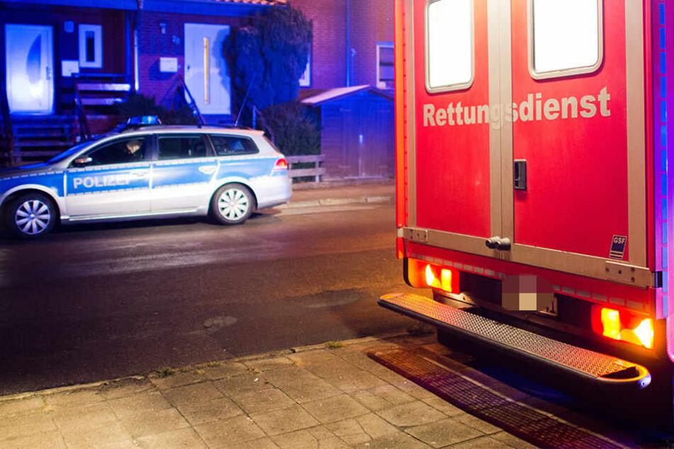 Die Polizei nahm den 44-Jährigen vorläufig fest. Sein 42 Jahre altes Opfer musste in einem Krankenhaus notoperiert werden. (Symbolbild)