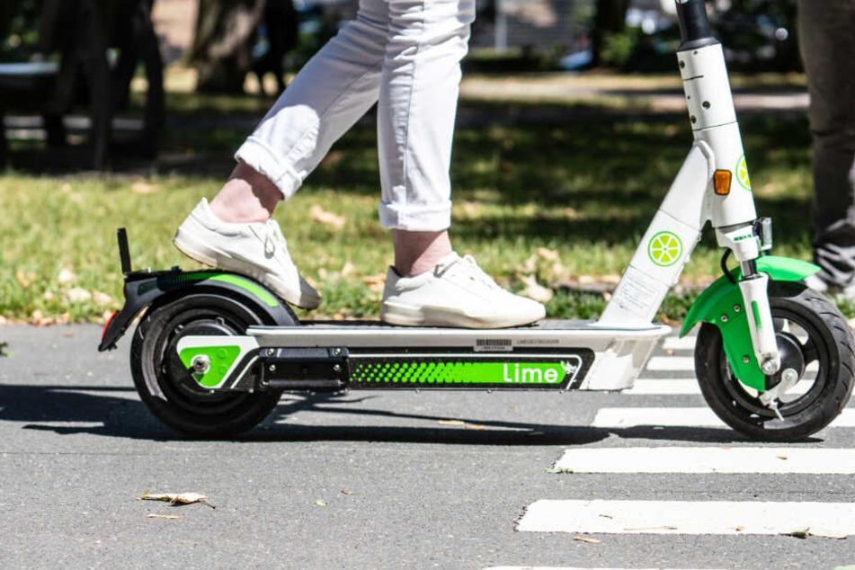 Unfälle mit E-Scootern häufen sich in Hamburg. (Symbolbild)