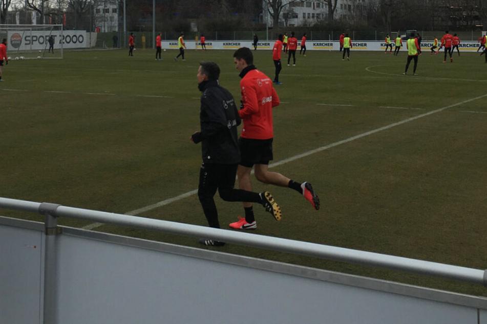 Marcin Kaminski dreht abseits des Mannschaftstrainings seine Runden.