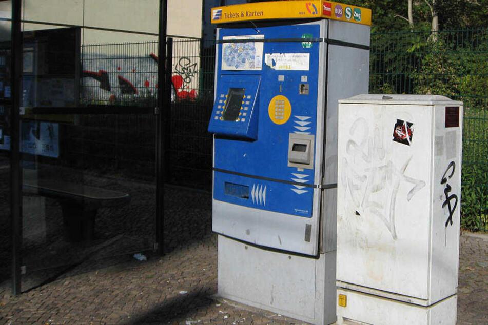 Zwei Männer sprengten in Schleußig einen Fahrkartenautomat und flüchteten mit der Geldkassette für Banknoten (Symbolbild).