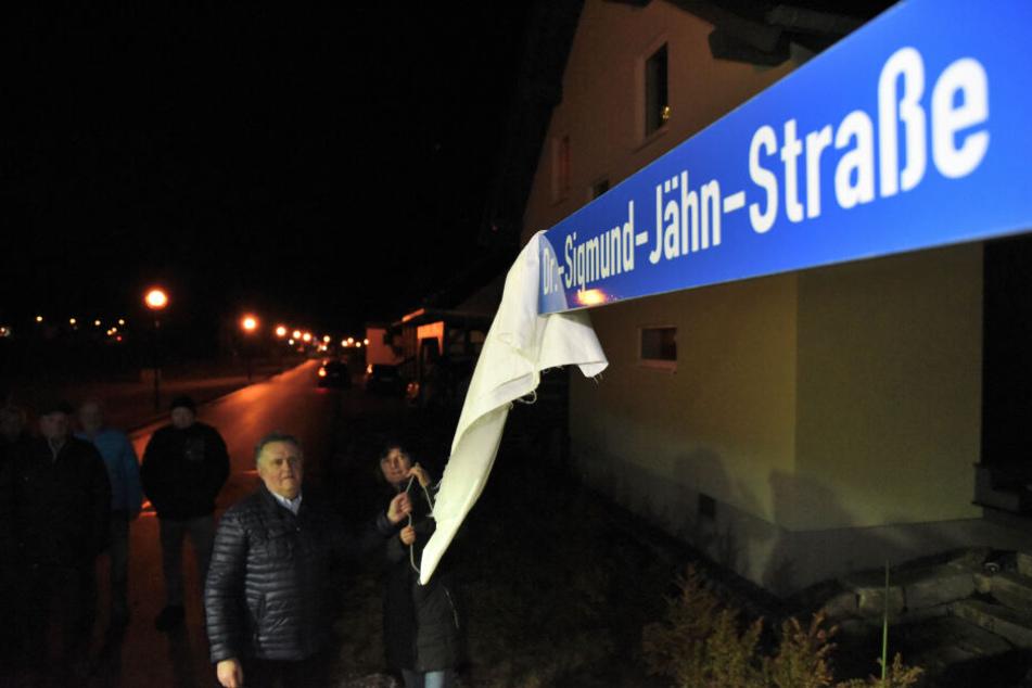 Vier Monate nach seinem Tod hat die Gemeinde ihrem Helden eine Straße gewidmet.