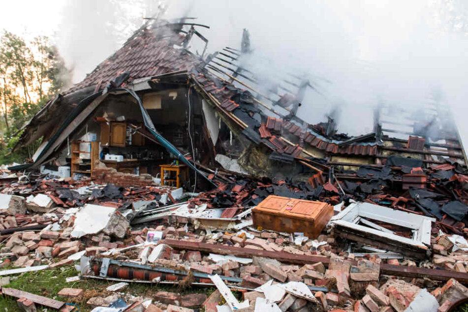 Bilck auf die Trümmer eines Wohnhauses, das bei einem Brand zerstört wurde.