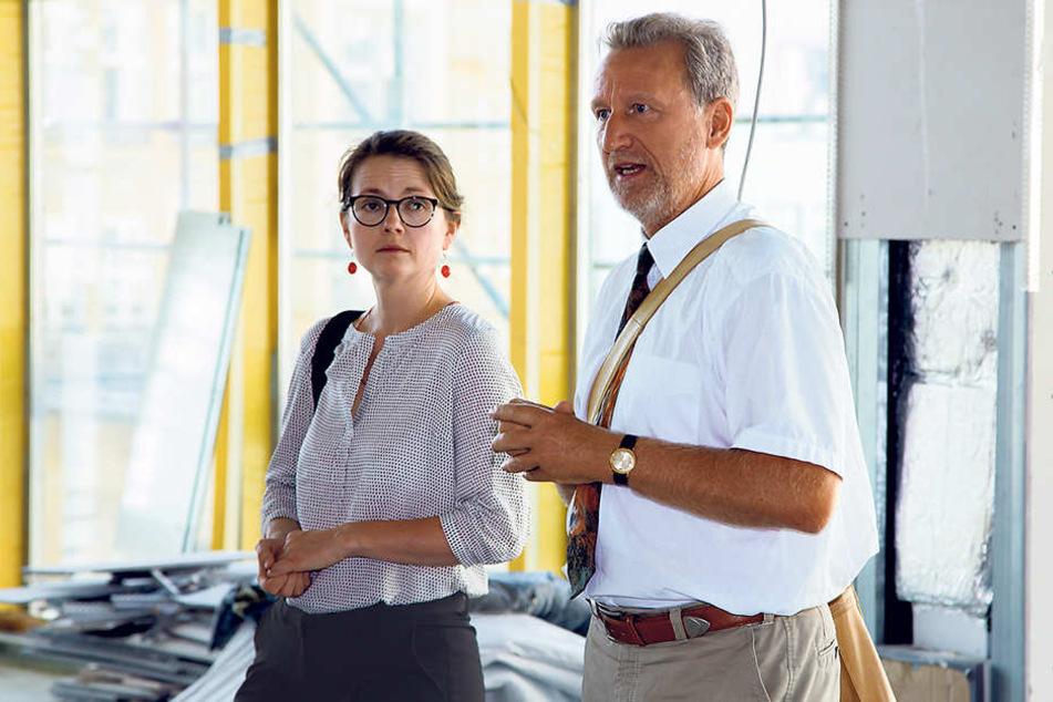 Kulturbürgermeisterin Annekatrin Klepsch (39, Linke) und Bibo-Chef Arend Flemming (57)  besichtigten die Baustelle im Kulti.