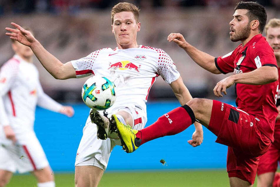 Marcel Halstenberg (l.) hat seinen Vertrag vorzeitig verlängert.