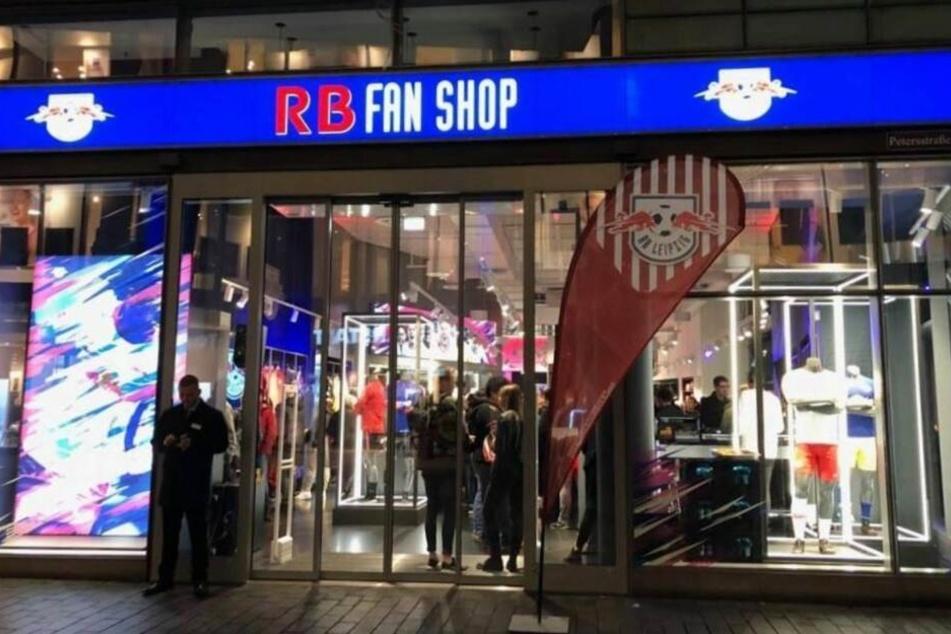 Hier wird die Autogrammstunde stattfinden: Der neue RB-Fanshop im Petersbogen.