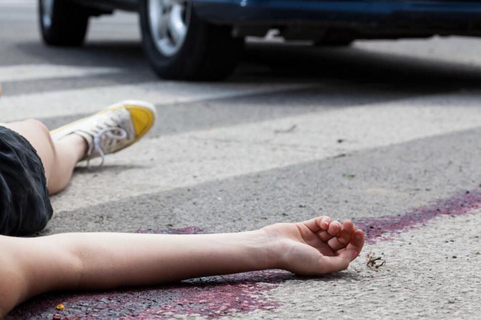 Zwölfjährige von Auto erwischt und durch die Luft geschleudert