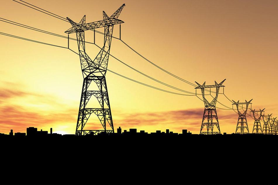 Zwei 10.000 Volt-Leitungen konnten einige Gemeinden nicht mehr mit Strom versorgen. (Symbolbild)