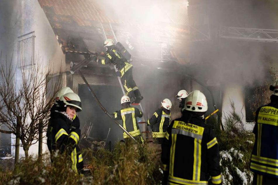 Ein Mehrfamilienhaus in Heroldsberg ging am Mittwochmorgen in Flammen auf.
