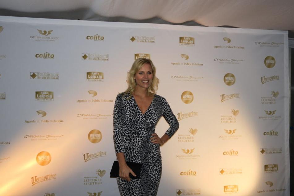 Melanie Marschke zog die Blicke in einem Leoparden-Kleid auf sich.