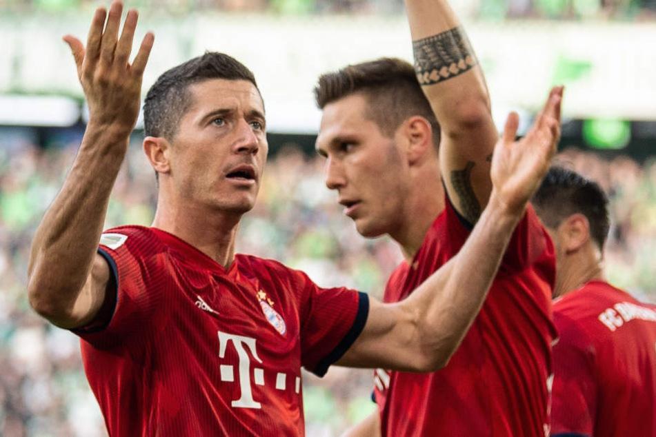 Robert Lewandowski (l.) und der FC Bayern München haben einen Sieg gefeiert.