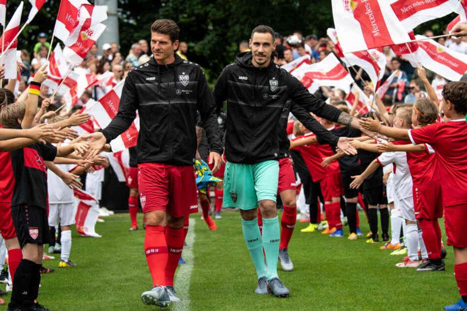Mario Gomez (links) und Jens Grahl vor wenigen Tagen beim Trainingsauftakt in Stuttgart.