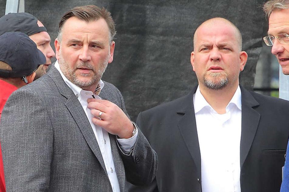 Lutz Bachmann und sein Stellvertreter Siegfried Däbritz beim PEGIDA-Geburtstag am Sonntag.