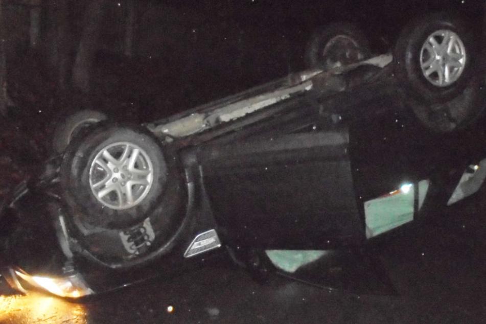 Der Land Rover war nicht mehr zu retten und musste abgeschleppt werden.