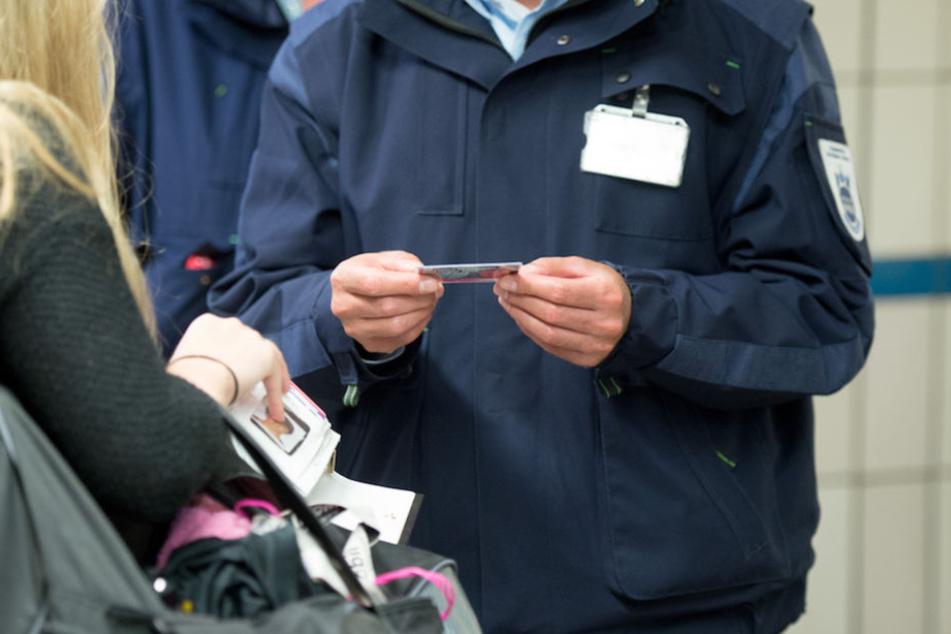 Die Ticket-Preller müssen fast immer mit den Kontrolleuren an der nächsten Haltestelle aussteigen.
