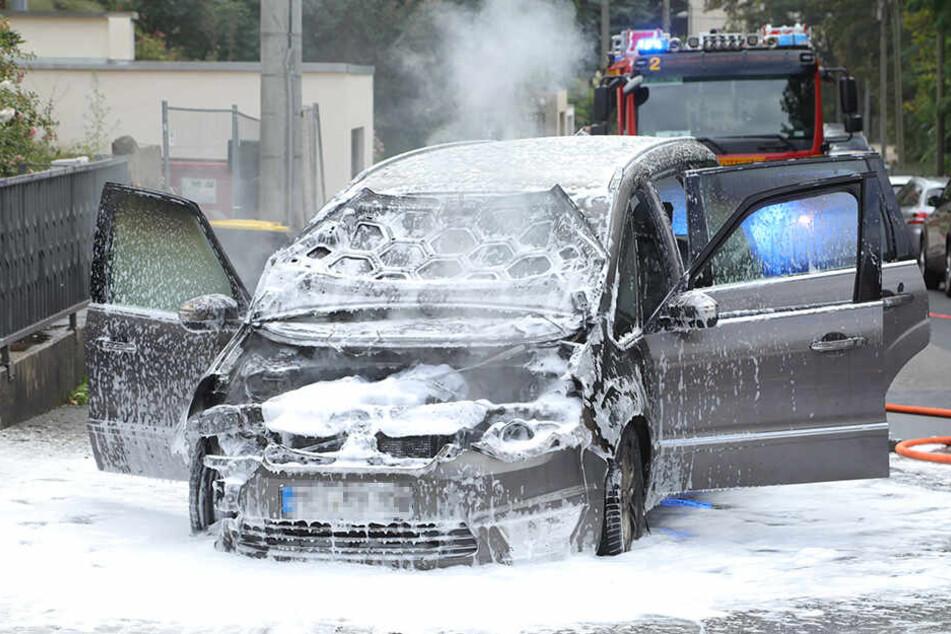 Ford brennt bei Probefahrt in Dresden komplett aus
