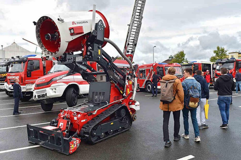 Auf den Außengelände können Besucher Rettungstechnik, Fahrzeuge und Einsatzübungen erleben.