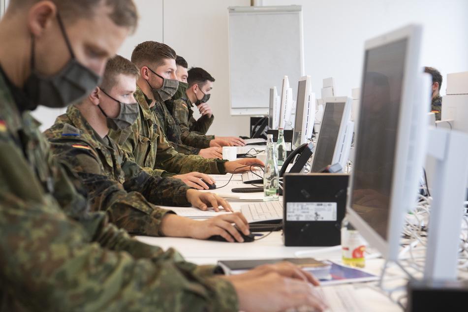 Die Bundeswehr-Soldaten helfen in vielen Kommunen bei der Kontaktnachverfolgung.
