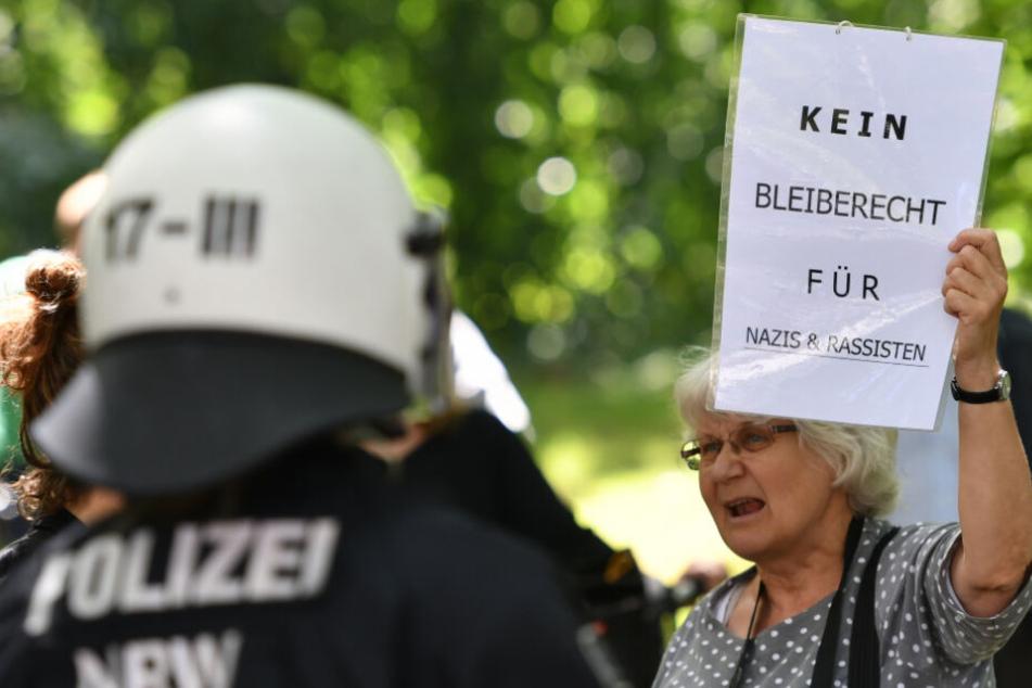 """Polizei stoppt Plakataktion der rechtsextremen """"Identitären Bewegung"""" in Berlin"""