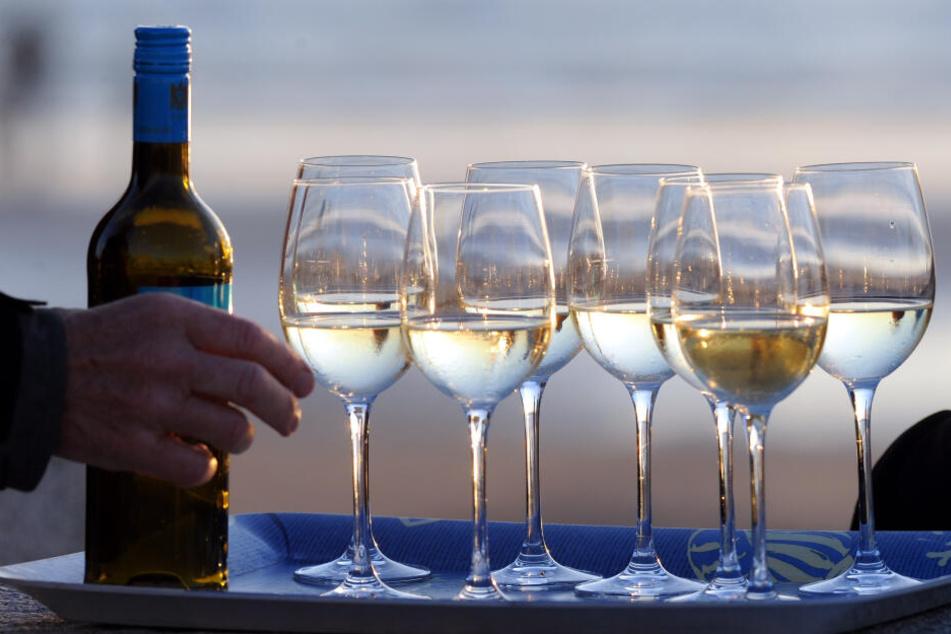 Der etwas niedrigere Alkoholgehalt des Weißweins war einer der Gründe für den Trendwechsel (Symbolbild).