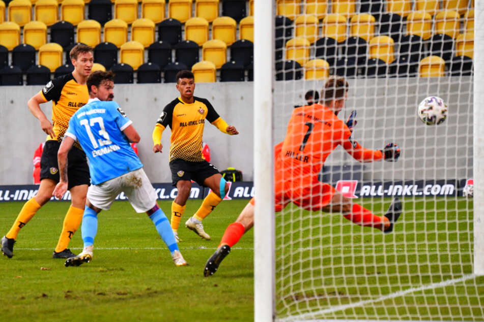 Das 2:1 gegen 1860 München: Ransford Königsdörffer (19, 2.v.r.) kam nach einer Ecke von Patrick Weihrauch (26) über Umwege an den Ball und erzielte das Siegtor.
