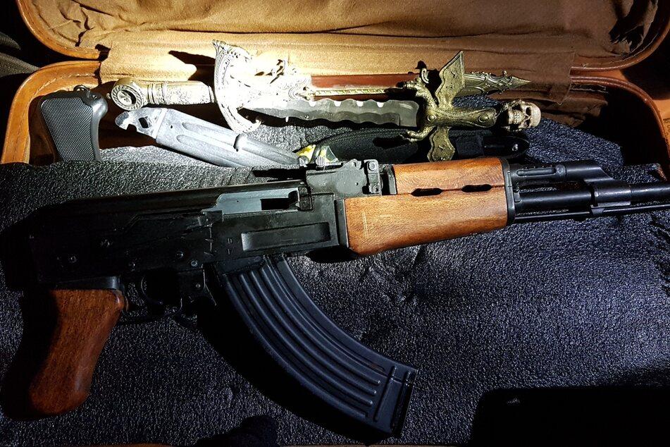 Drogen und Waffen bei Razzien gefunden: Vier Männer festgenommen