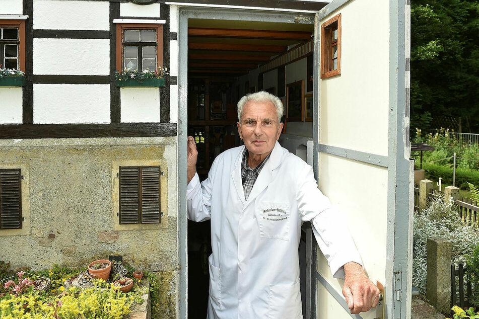 """""""Willkommen in Deutschlands kleinster begehbaren und noch produzierenden Wassermühle!"""" Rentner Werner Hebeld (79) pflegt das Kleinod mit viel Herzblut."""