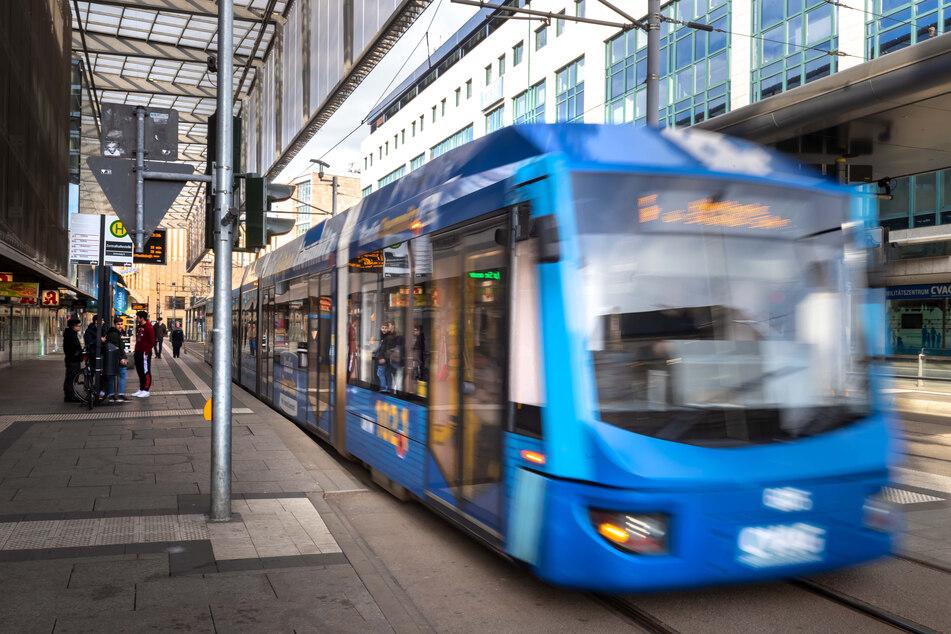 In den Straßenbahnen des CVAG werden die Haltestellen in einem leichten sächsischen Dialekt angekündigt. Foto: Uwe Meinhold