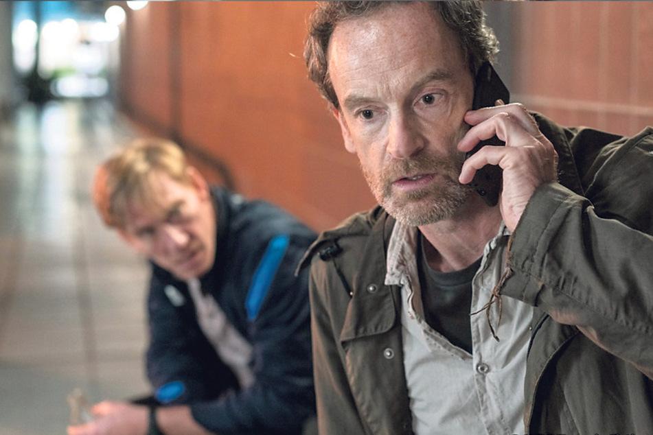 Kommissar Peter Faber (Jörg Hartmann, 51) erlebt einen feuchtfröhlichen Abend mit dem Obdachlosen Thomas Janowski (Jürg Plüss, 48), doch dann erhält er einen schockierenden Anruf.