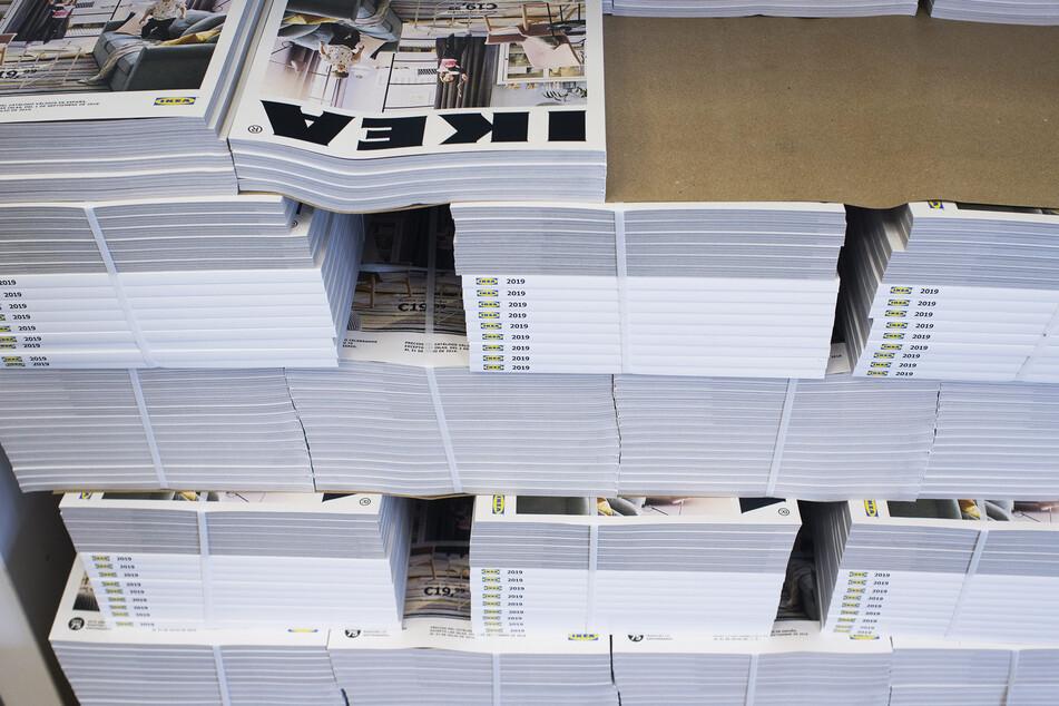 Im vergangenen Jahr wurden sie noch postalisch verschickt, in diesem Jahr gibt's die Kataloge nicht automatisch in den Briefkasten. (Symbolbild)