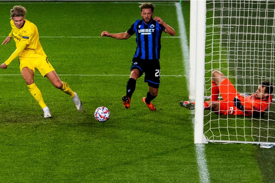 Stürmer Erling Haaland (l.) trifft in dieser Szene zum 2:0 für den BVB.