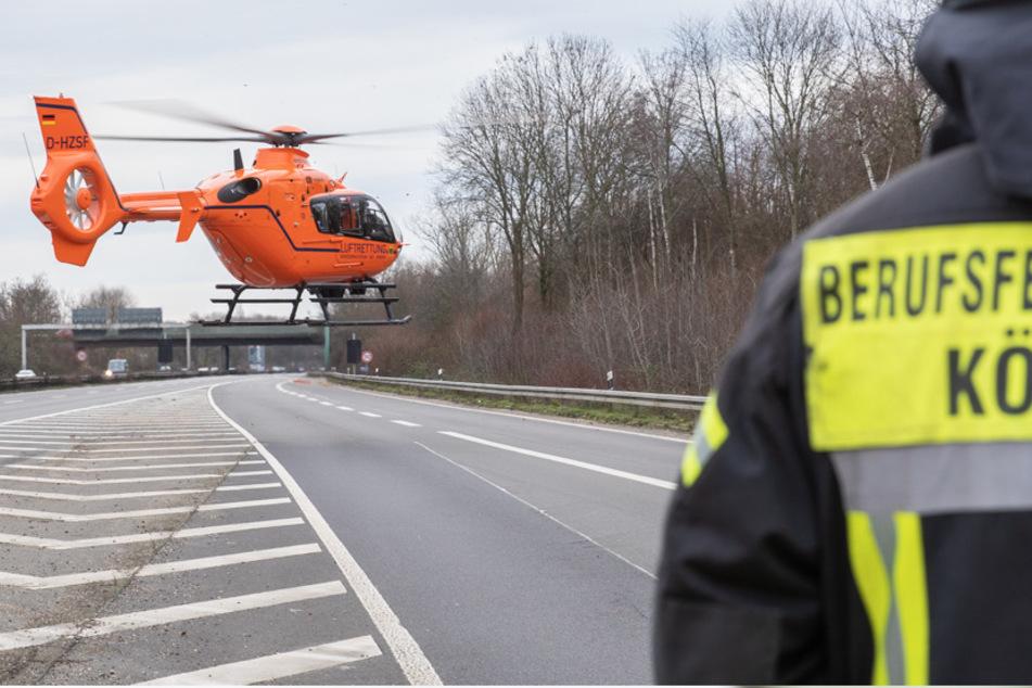 Unfall A57: Mann kollabiert auf Autobahn 57 bei Köln: Rettungshubschrauber im Einsatz