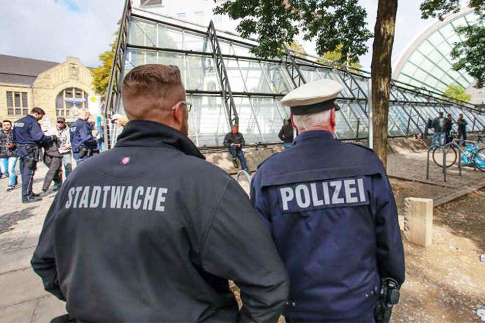 Zwei Männer konnte die Polizei am Bahnhof festnehmen.