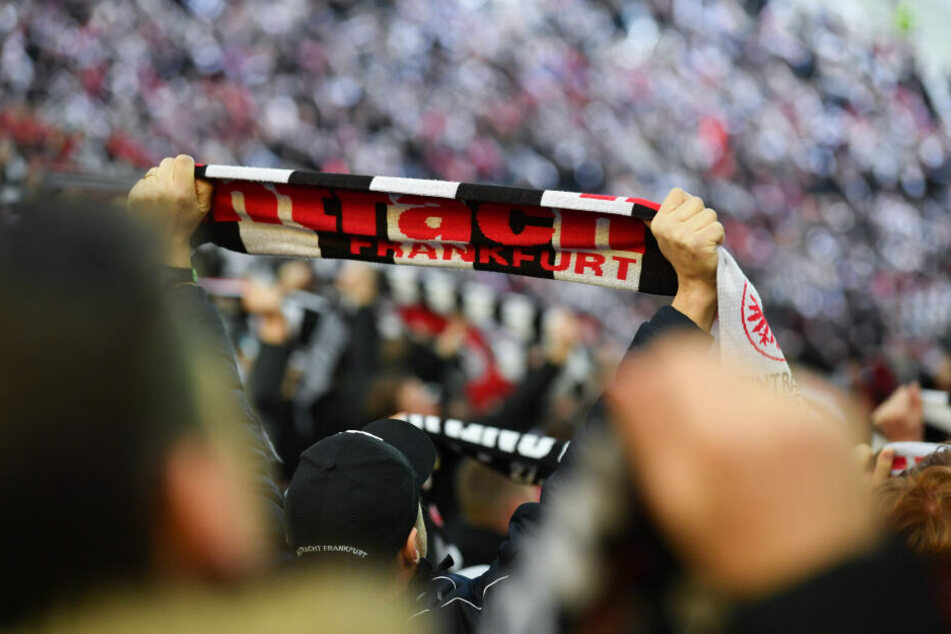 Die Eintracht-Fans sorgen reisen ihrer Mannschaft über den ganzen Kontinent hinterher. (Symbolbild)