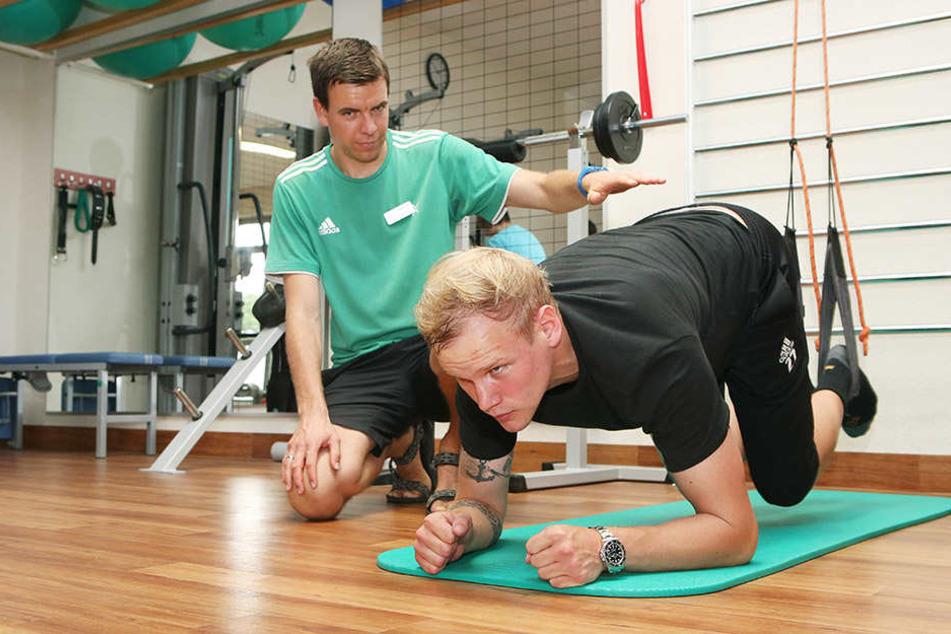 Bis zu sechs Stunden am Tag trainiert er in der Reha-Klinik für seine Rückkehr.