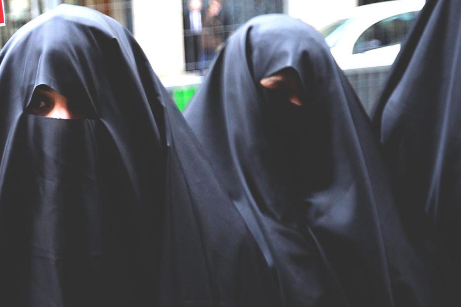 Das Verbot der Gesichtsverhüllung beim Autofahren wurde am Freitag beschlossen - es regt sich Widerstand..