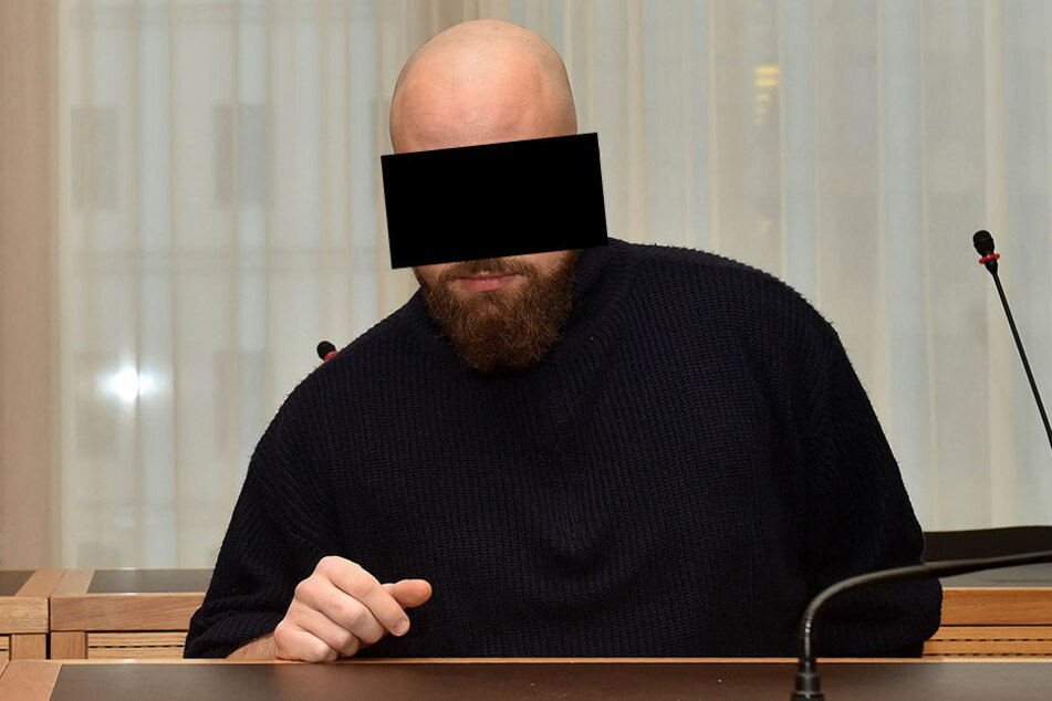 """Felix H. (26) will wegen schlechter Drogen """"neben sich"""" gestanden haben, kam  angeblich erst im Knast """"wieder zu sich""""."""