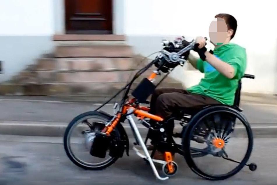 Mit solch einem Handbike will Rico Pfeiffer demnächst durch Weißenfels und Umgebung fahren.