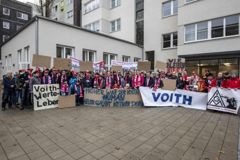 Voith-Mitarbeiter sowie Unterstützer aus Politik und Wirtschaft solidarisierten sich am Wochenende im Haus der Gewerkschaften.