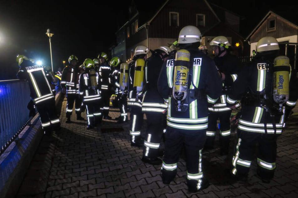 Insgesamt waren 50 Einsatzkräfte der Feuerwehren bei dem Brand vor Ort.