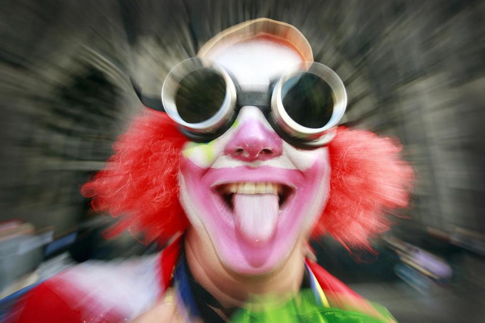 In der Karnevalshochburg Köln wird dann der Anfang der närrischen Zeit ausgelassen gefeiert.