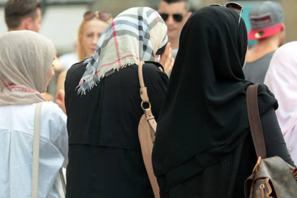 Die Deutschen rechnen mit viermal sovielen Muslimen in Deutschland, wie es eigentlich wirklich sind.